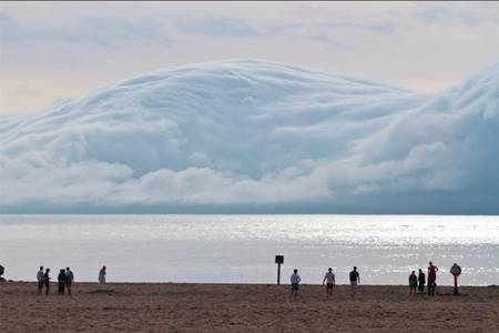 White Clouds that Resemble Mountains