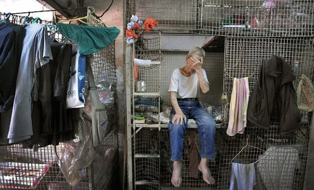 Today, the cage house is still filled with immigrants, elders, unemployed, and those who do odd jobs. With their economic conditions, they do not have a decent housing option to live in Hong Kong